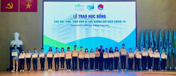 Tập đoàn NVL trao hàng trăm học bổng nhân dịp khai giảng năm học mới - Ảnh 1.