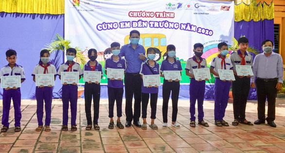 Tập đoàn NVL trao hàng trăm học bổng nhân dịp khai giảng năm học mới - Ảnh 2.