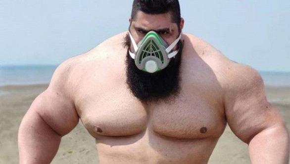 Hồi phục từ COVID-19, Gã khổng lồ xanh của Iran tuyên chiến với... cả thế giới - Ảnh 1.
