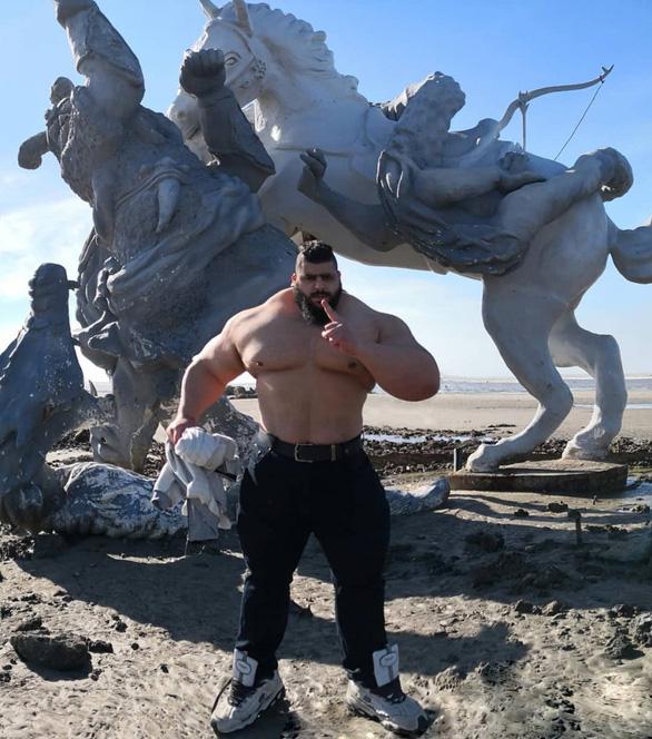 Hồi phục từ COVID-19, Gã khổng lồ xanh của Iran tuyên chiến với... cả thế giới - Ảnh 6.