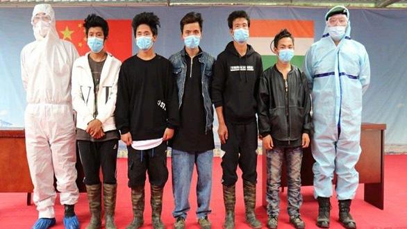Trung Quốc thả 5 người Ấn Độ nghi nhân viên tình báo cải trang thợ săn - Ảnh 1.