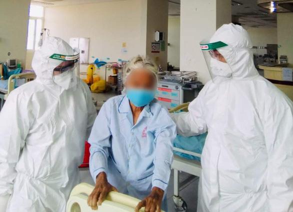 Bệnh nhân nhiễm COVID-19 lớn tuổi nhất Việt Nam đã khỏi bệnh, xuất viện - Ảnh 1.