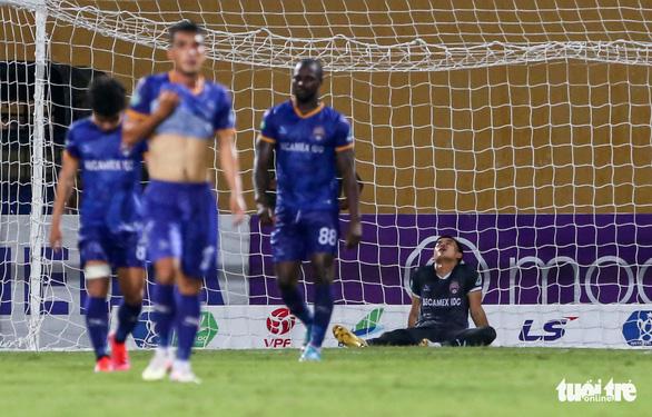 HLV Bình Dương nói gì sau khi học trò để thua 3 bàn trong 6 phút trước Viettel? - Ảnh 1.
