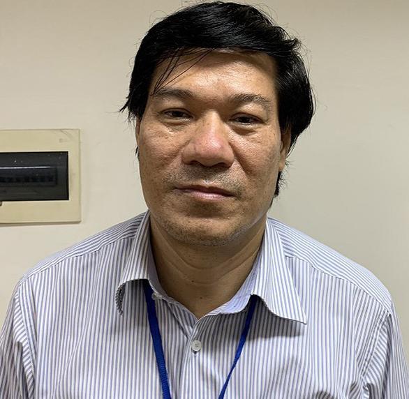 Vụ thổi giá thiết bị y tế: Đề nghị truy tố cựu giám đốc CDC Hà Nội Nguyễn Nhật Cảm - Ảnh 1.