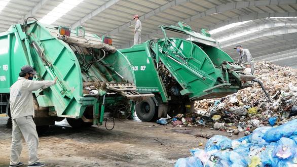 Sau hơn 2 năm, bãi rác lớn nhất Quảng Ngãi được dân cho tiếp nhận rác trở lại - Ảnh 1.
