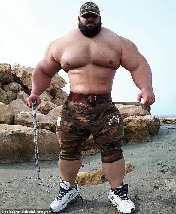 Hồi phục từ COVID-19, Gã khổng lồ xanh của Iran tuyên chiến với... cả thế giới - Ảnh 3.