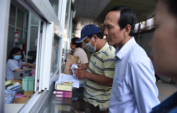 Ông Hứa Ngọc Thuận nói gì về việc chậm đấu thầu mua thuốc? - Ảnh 1.