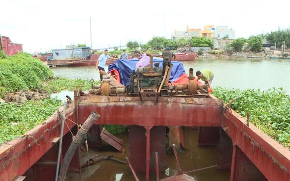 Trộm tàu 180 tấn từ Thái Bình đưa về Hải Dương xẻ thịt bán - Ảnh 1.