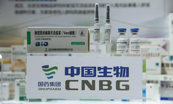 Vắc xin COVID-19 của Anh bị sự cố, Trung Quốc khoe hàng mình xịn hơn - Ảnh 1.