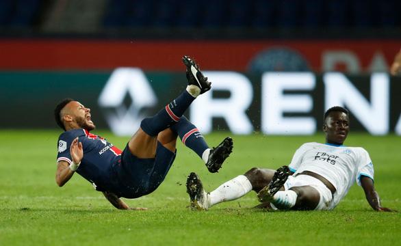 Sốc: Đánh nhau phút 90+6, trọng tài rút 5 thẻ đỏ và Neymar bị đuổi vì đánh nguội - Ảnh 1.
