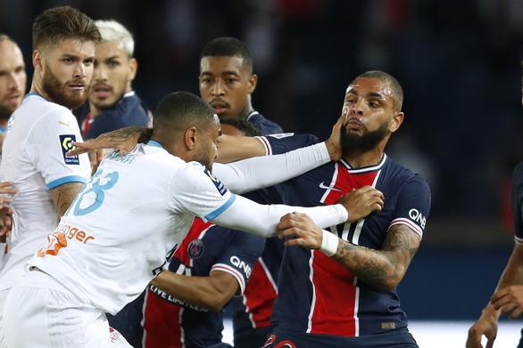 Sốc: Đánh nhau phút 90+6, trọng tài rút 5 thẻ đỏ và Neymar bị đuổi vì đánh nguội - Ảnh 2.
