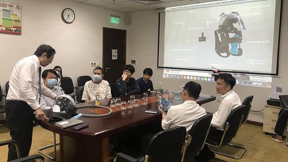 Mũ chống COVID-19 của học sinh Việt giành giải vàng thi đổi mới sáng tạo quốc tế - Ảnh 1.
