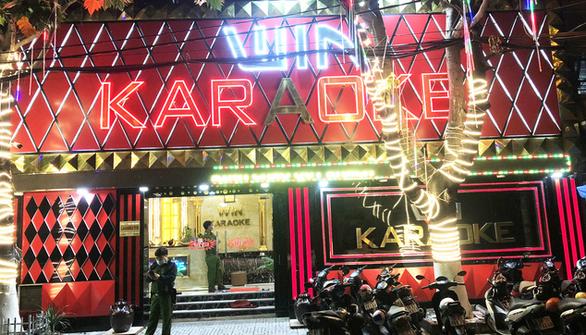 Phát hiện 33 người phê ma túy tại 2 quán karaoke ở Bình Tân - Ảnh 1.