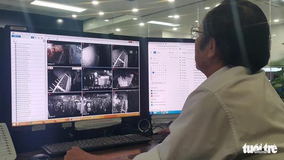 TP.HCM ứng cứu khẩn cấp trạm điện bị nước xâm nhập sau mưa lớn - Ảnh 2.