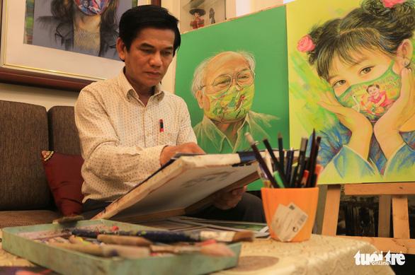 Đen Vâu, Chi Pu đeo khẩu trang trên tranh của Lê Sa Long - Ảnh 4.
