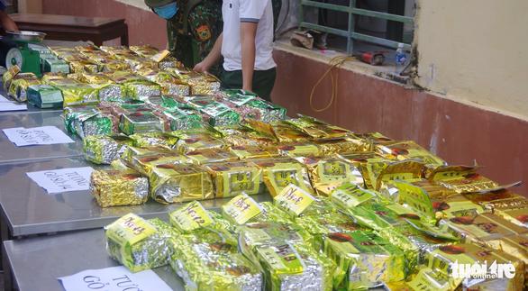 Hơn 230kg ma túy giấu trong tượng gỗ từ Lào về Việt Nam - Ảnh 4.