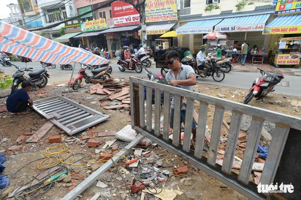 Các hộ dân tháo dỡ nhà, mở rộng nút cổ chai đường Bùi Đình Túy - Ảnh 3.