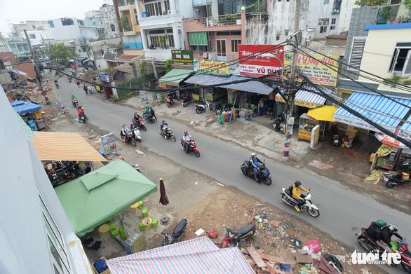 Các hộ dân tháo dỡ nhà, mở rộng nút cổ chai đường Bùi Đình Túy - Ảnh 4.