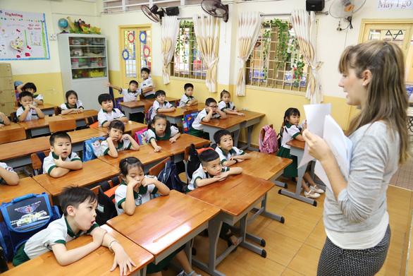 Chương trình tích hợp ở TP.HCM giảm giờ học với giáo viên nước ngoài - Ảnh 1.