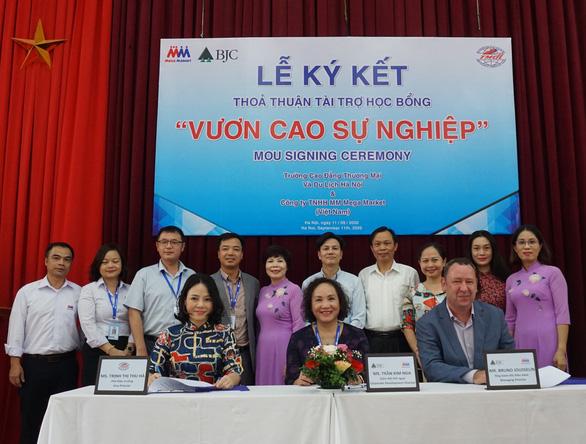 MM Mega Market Việt Nam tài trợ học bổng Vươn Cao Sự Nghiệp - Ảnh 1.