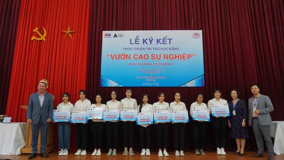 MM Mega Market Việt Nam tài trợ học bổng Vươn Cao Sự Nghiệp - Ảnh 2.
