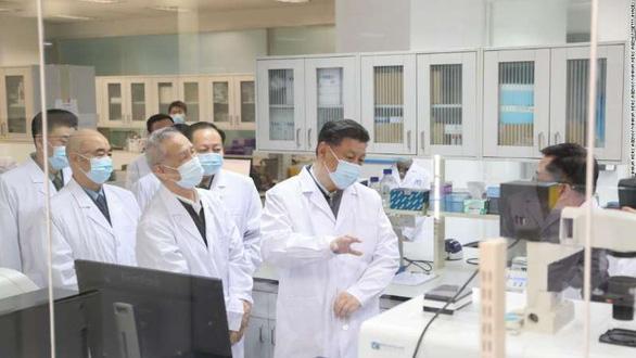 Trung Quốc sẽ ưu tiên tiêm vắc xin COVID-19 cho nhân viên y tế tuyến đầu - Ảnh 1.