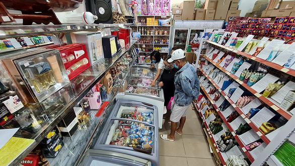 Những ngôi chợ ngoại sôi động bậc nhất Sài Gòn bỗng mang vẻ ảm đạm - Ảnh 2.
