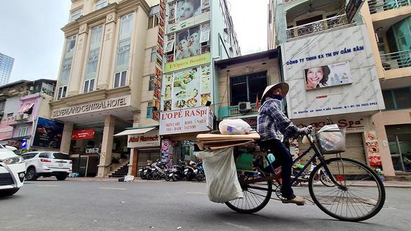 Những ngôi chợ ngoại sôi động bậc nhất Sài Gòn bỗng mang vẻ ảm đạm - Ảnh 1.