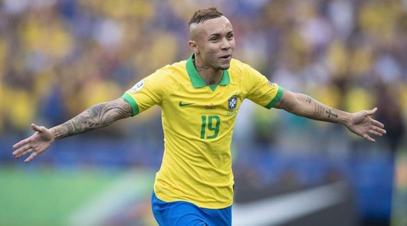 """Ngành """"xuất khẩu"""" cầu thủ Brazil điêu đứng vì COVID-19 - Ảnh 1."""