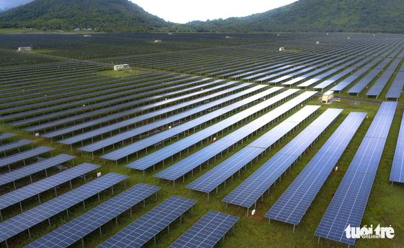 Khởi động nhà máy điện năng lượng mặt trời giai đoạn II hơn 3.000 tỉ đồng - Ảnh 2.