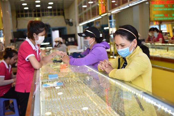 Giá vàng tăng lên 55,5 triệu đồng/lượng - Ảnh 1.