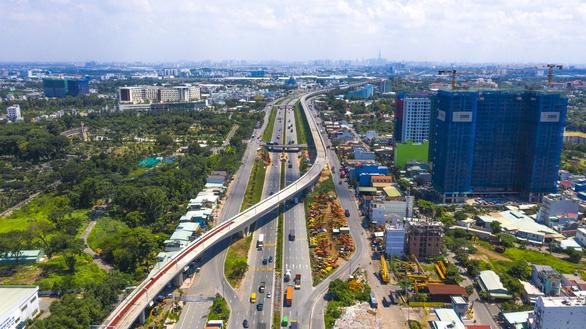 Xây dựng thành phố Thủ Đức: Người dân đi lại bằng giao thông công cộng - Ảnh 1.