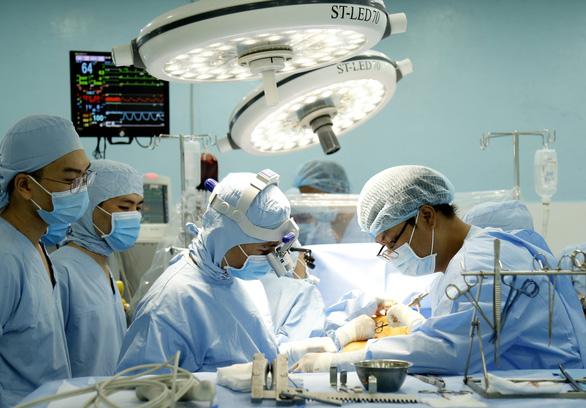 Bệnh viện tuyến quận thực hiện thành công một kỹ thuật đỉnh cao trên thế giới - Ảnh 1.