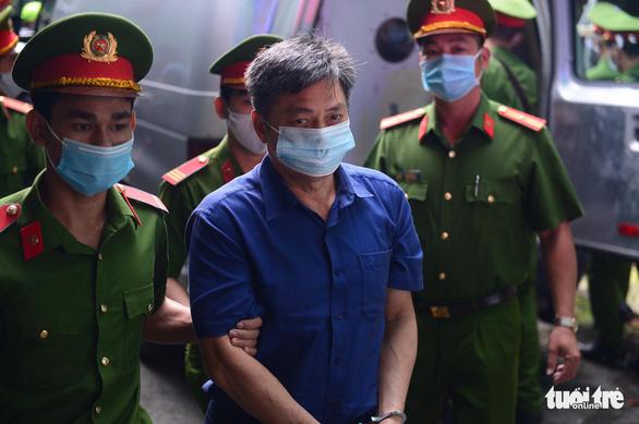 Sáng nay 16-9, cựu phó chủ tịch UBND TP.HCM Nguyễn Thành Tài hầu tòa - Ảnh 3.