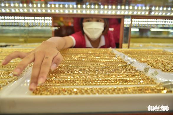 Giá vàng tăng giảm chóng mặt - Ảnh 1.