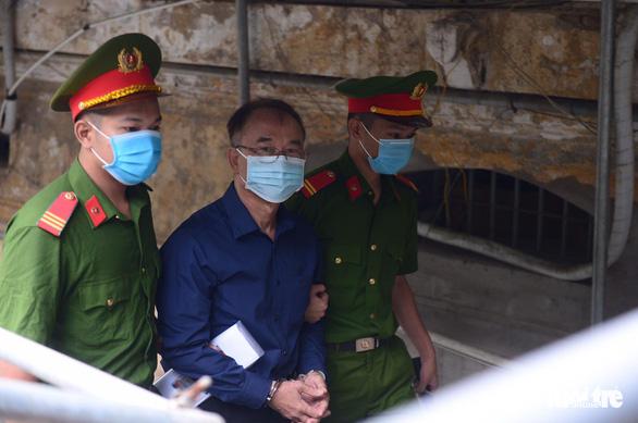 Sáng nay 16-9, cựu phó chủ tịch UBND TP.HCM Nguyễn Thành Tài hầu tòa - Ảnh 1.