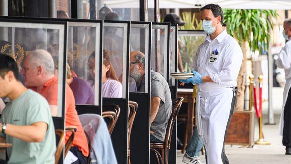 Vì sao nhà hàng, quán bar bị xem là nơi dễ lây nhiễm COVID-19? - Ảnh 2.