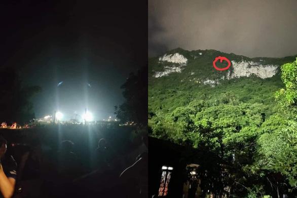 Rọi đèn sân vận động để giải cứu hai học sinh lớp 10 mắc kẹt trên núi - Ảnh 1.