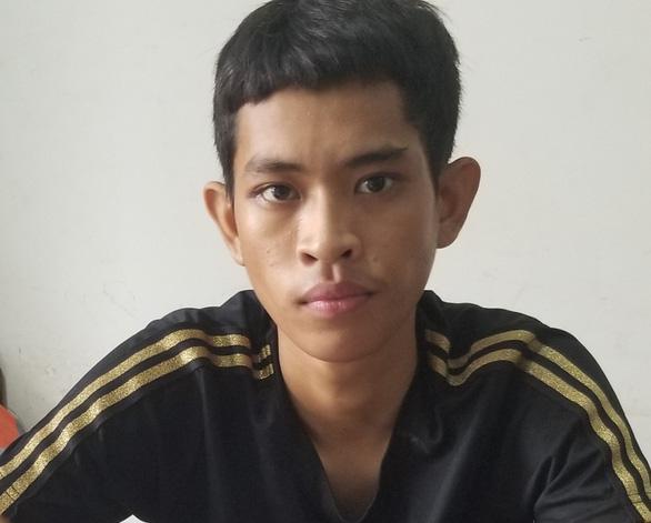 Hai anh em chở 4kg thuốc nổ bị bắt trên đường phố Nha Trang - Ảnh 1.