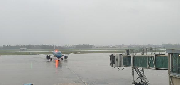 Hủy nhiều chuyến bay đi, đến sân bay Vinh, Huế - Ảnh 1.