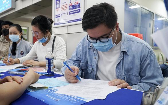Thí sinh trúng tuyển ảo quá nhiều, trường đại học tăng chỉ tiêu xét tuyển điểm thi tốt nghiệp - Ảnh 1.