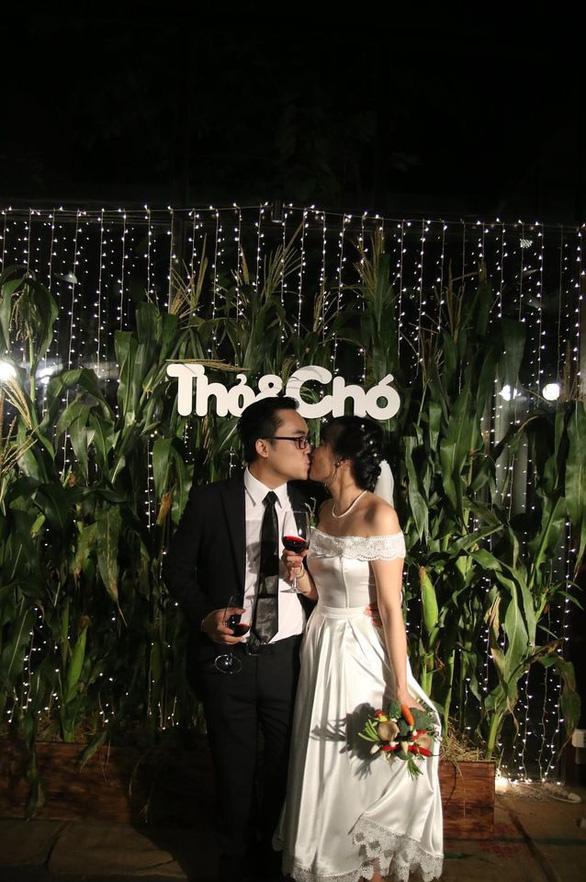 Đám cưới xanh: hoa, đồ trang trí làm từ... rau củ quả - Ảnh 1.