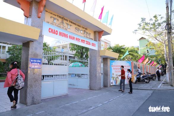 Vừa đi học lại sau COVID-19, học sinh Đà Nẵng lại nghỉ vì bão - Ảnh 1.