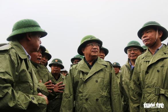 Phó thủ tướng Trịnh Đình Dũng: Phải đảm bảo an toàn cho người dân trước, trong và sau bão - Ảnh 1.