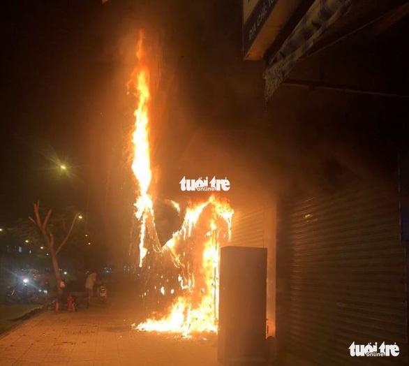 Bắt khẩn cấp nghi phạm gây ra vụ cháy chi nhánh Ngân hàng Eximbank - Ảnh 2.