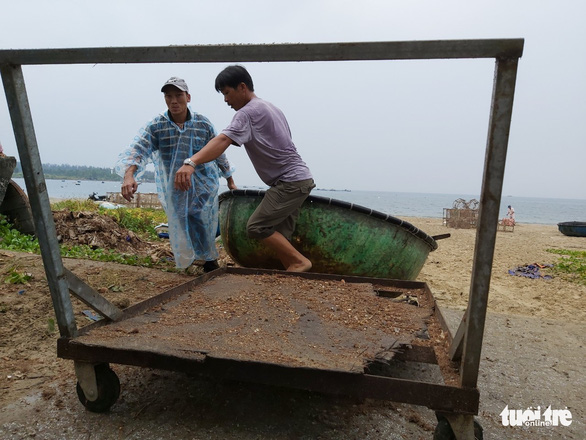 Vừa đi học lại sau COVID-19, học sinh Đà Nẵng lại nghỉ vì bão - Ảnh 2.