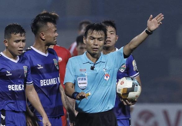 Giai đoạn 2 V-League 2020: VFF sẽ đưa trọng tài từng bẻ còi trở lại? - Ảnh 1.