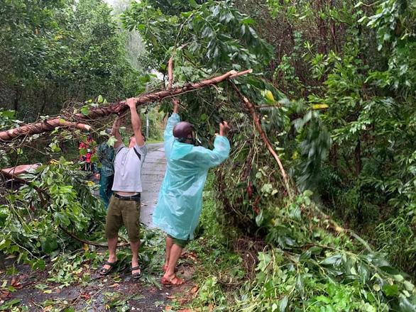 Miền Trung mưa lớn kèm sấm chớp, đường Đà Nẵng ngập, Huế đã có thiệt hại - Ảnh 4.