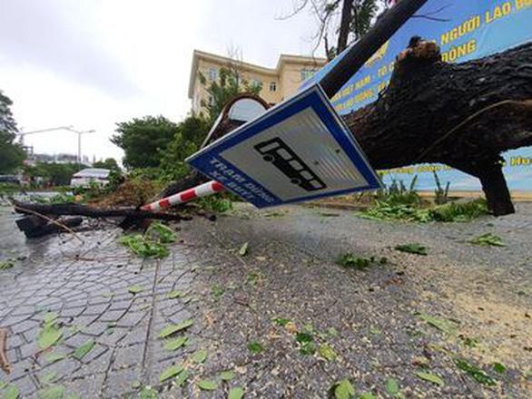 Miền Trung mưa lớn kèm sấm chớp, đường Đà Nẵng ngập, Huế đã có thiệt hại - Ảnh 5.