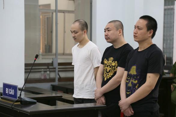 Nhóm bị cáo Trung Quốc giết đồng hương tại Nha Trang lãnh án - Ảnh 1.